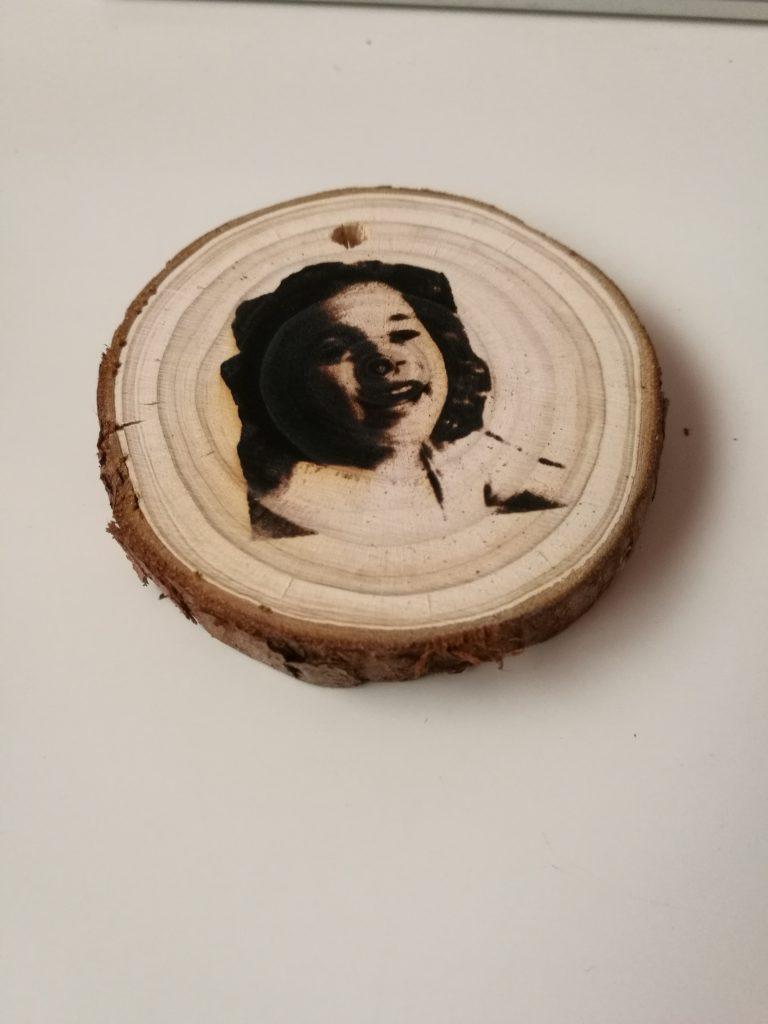 llaveros de madera acabados